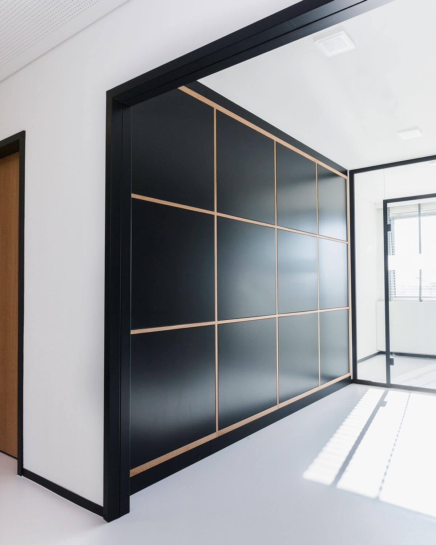 Bürogebäude geplant von Florian + Eberhard Horn, Zwischenraum, Ablage
