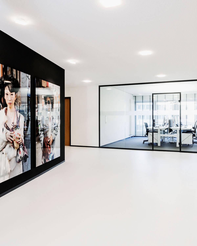 Bürogebäude geplant von Florian + Eberhard Horn, Eingangsbereich, Office