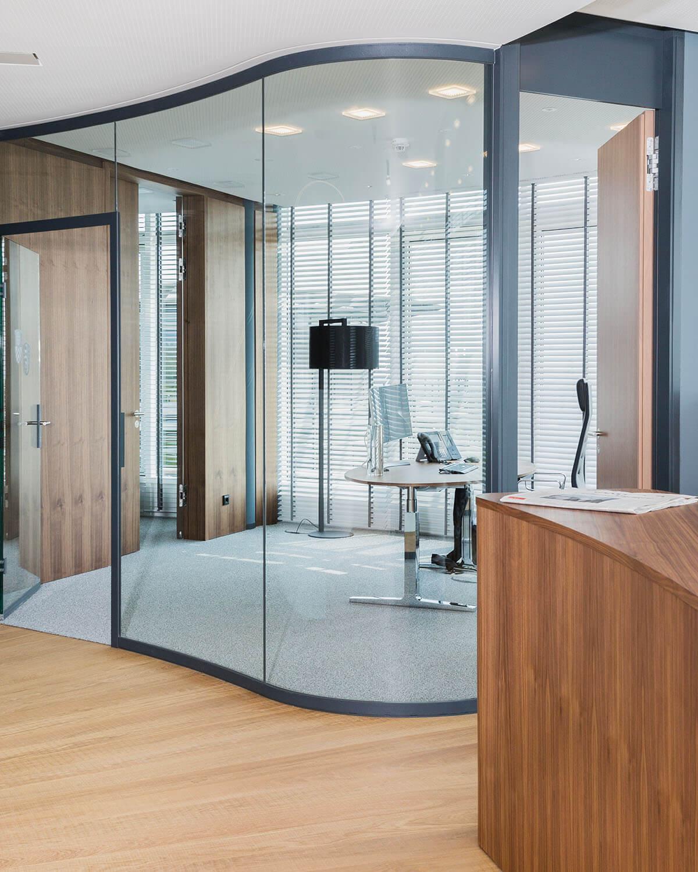 Bürogebäude geplant von Florian + Eberhard Horn, geschwungenes Glas Office