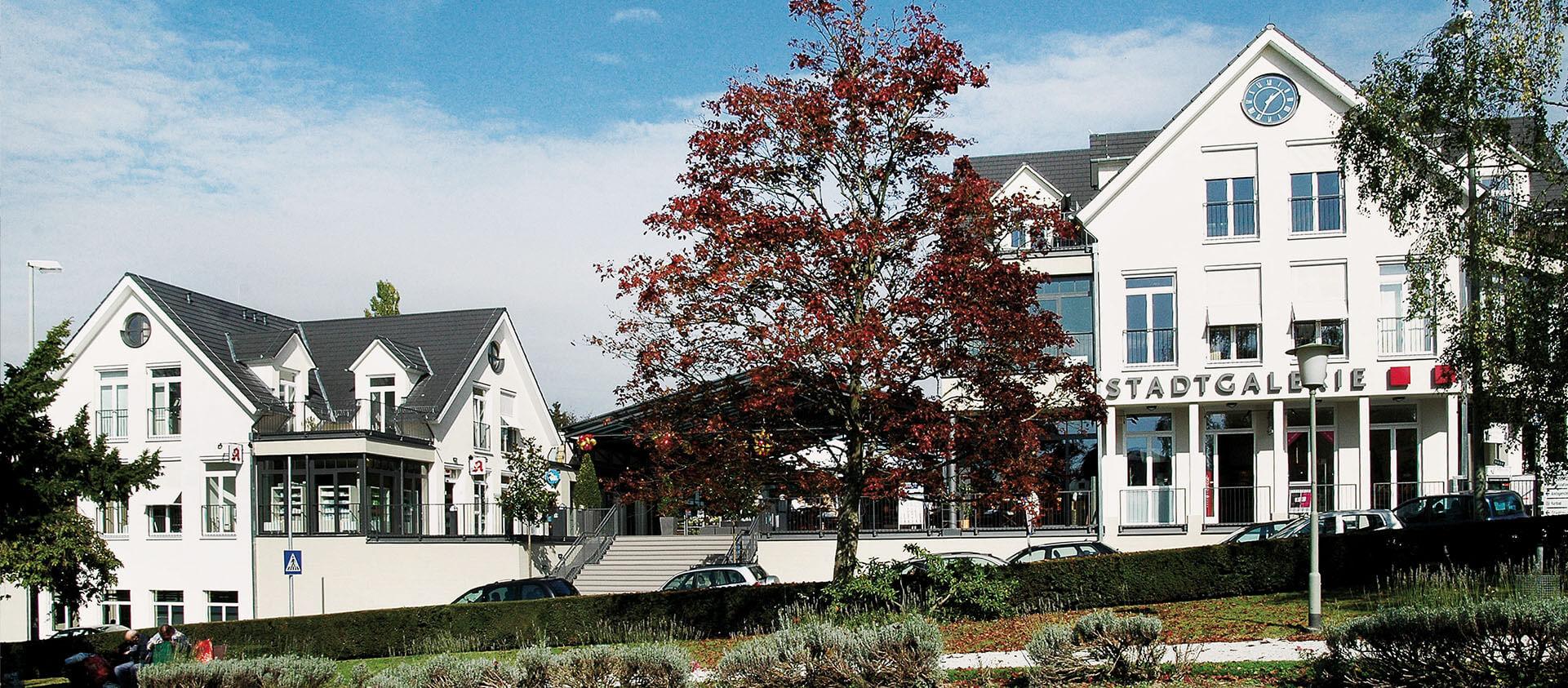 Blick vom Park auf Einkaufszentrum Stadtgalerie, Architektur Eberhard Horn Designgruppe