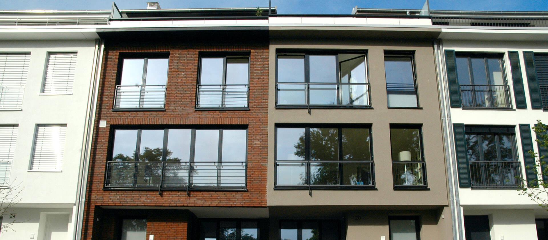 Blick auf Townhäuser Bad Soden a. Ts., unterschiedliche Fassaden